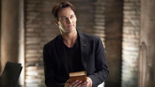True Blood Stephen Moyer Holding Bible EP 58 - H 2012