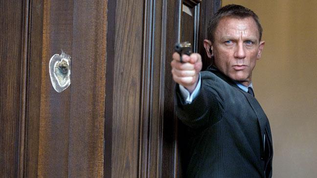 2012-37 REV Skyfall Daniel Craig H
