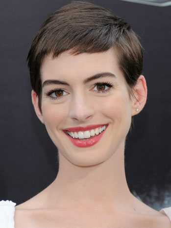 THEATER: Anne Hathaway