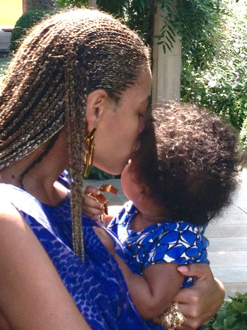 Beyonce Knowles and Baby Blue Ivy on Tumblr - P 2012