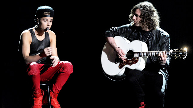 40th Annual AMA Justin Bieber Acoustic Performance - H 2012