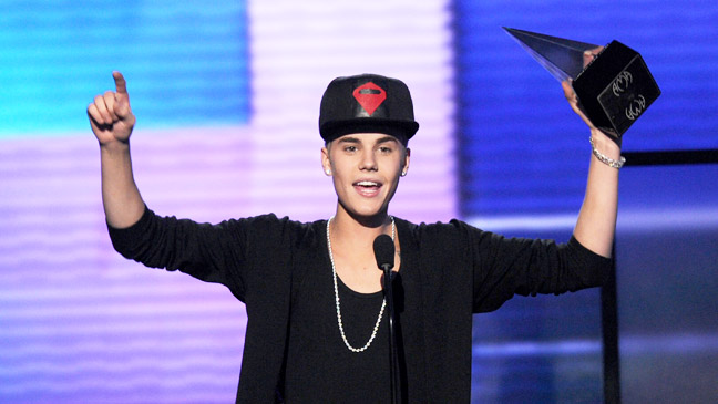AMA Justin Bieber Artist of the Year Award - H 2012