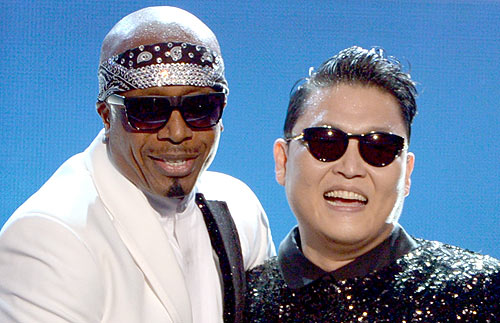 PSY and MC Hammer Perform 'Gangnam Style' Mashup at AMAs 2012