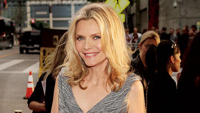 2012-39 TOWN Michelle Pfeiffer H
