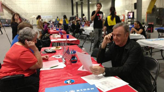 Neil Diamon at Obama Campaign Center - H 2012