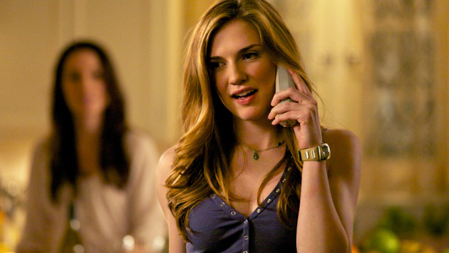The Vampire Diaries Sara Canning on phone - H 2012