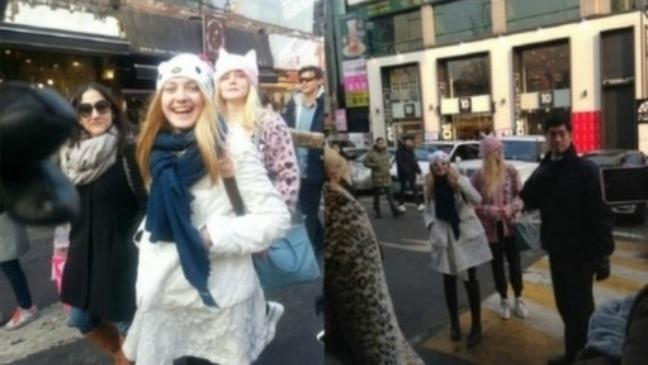 Dakota Fanning, Elle Fanning Korea Visit - H 2013