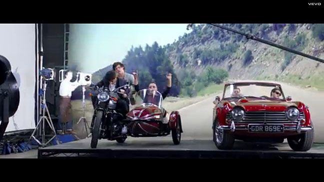 One Direction Kiss You Video - H 2012