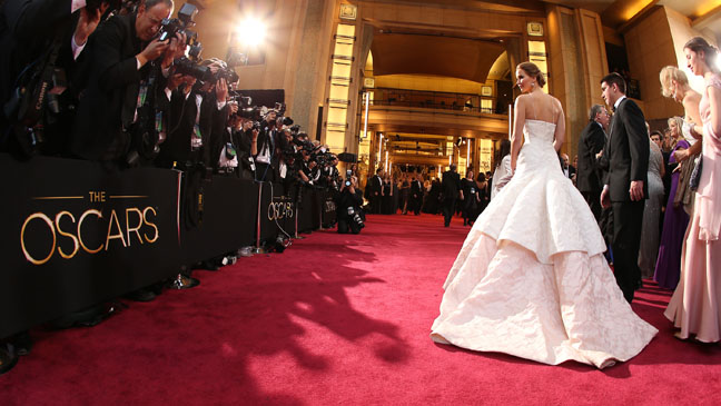 Jennifer Lawrence Oscars Red Carpet Main - H 2013