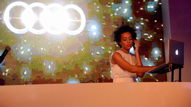 Solange Knowles Performs - H 2013