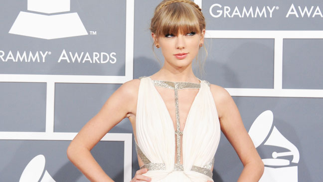 Taylor Swift Grammy Red Carpet - H 2013