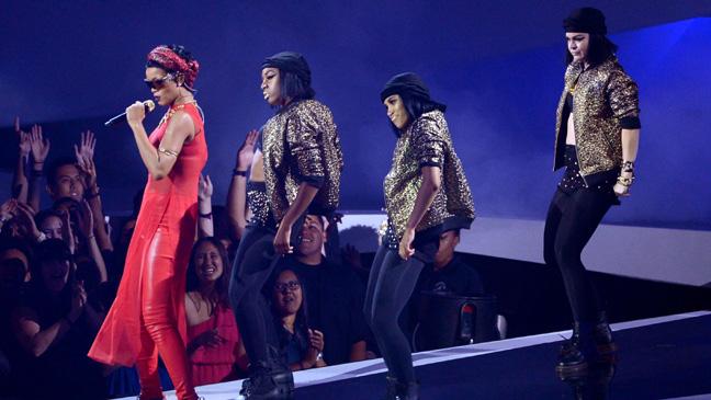 MTV Video Music Awards Rihanna Performing - H 2012