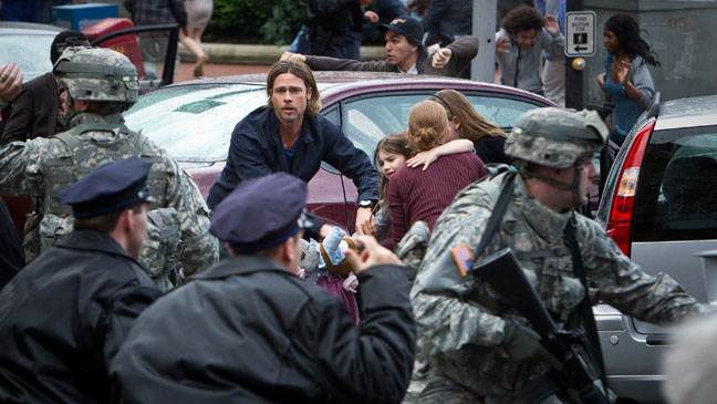 World War Z Family in Mob - H 2013