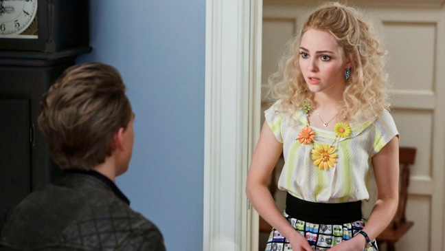 The Carrie Diaries Finale Kiss Yesterday Goodbye - H 2013