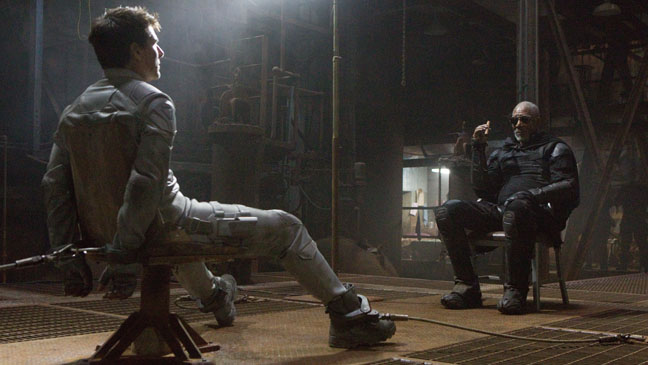 Oblivion Tom Cruise Morgan Freeman Film Still - H 2013
