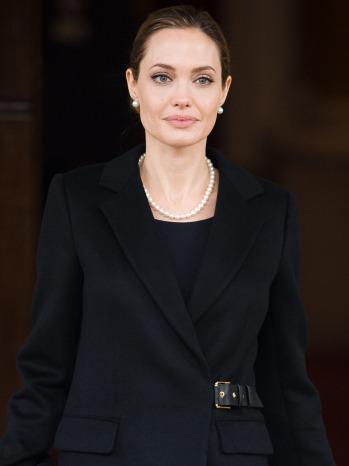 Angelina Jolie - P - 2013