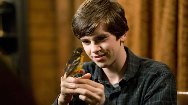 Bates Motel 108 Episodic Norman with Bird - H 2013