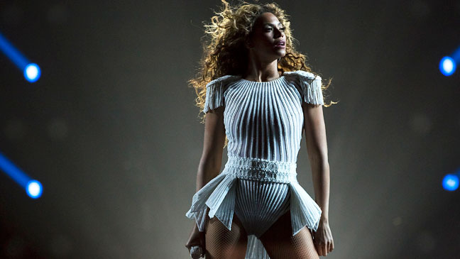 Beyonce Amsterdam Tour Performing - H 2013