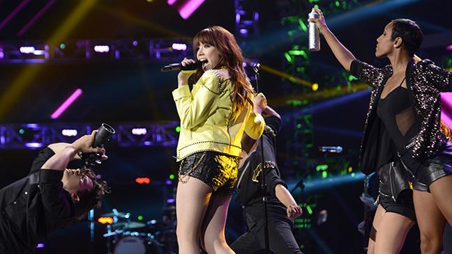 Carly Rae Jepsen Idol finale 2013 L