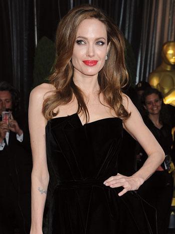 Crisis PR Angelina Jolie - P 2013