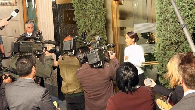 Scandal Washington Talking to Reporters - H 2013