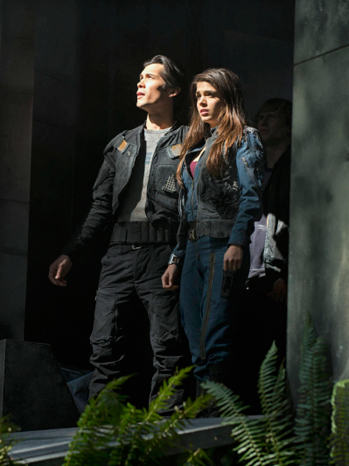 CW The 100 Pilot Episodic - P 2013