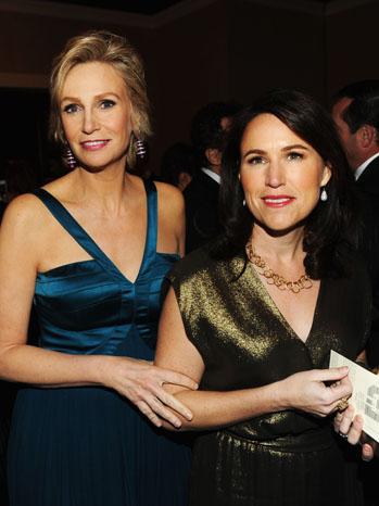 Jane Lynch Laura Embry Golden Globes - P 2013