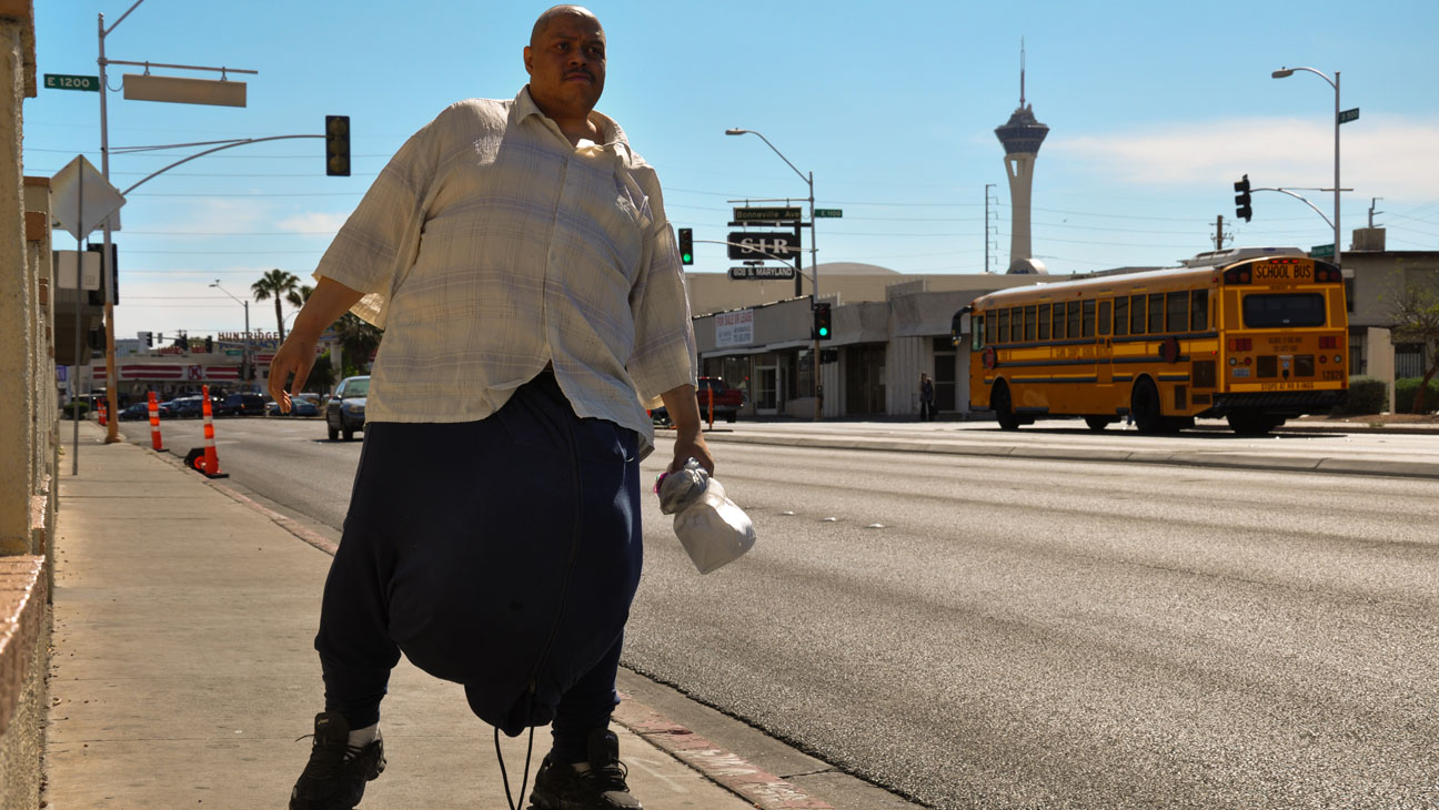 THE MAN WITH THE 132 LB SCROTUM - H 2013