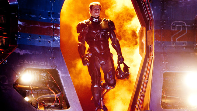 Pacific Rim Charlie Hunnam in Suit - H 2013