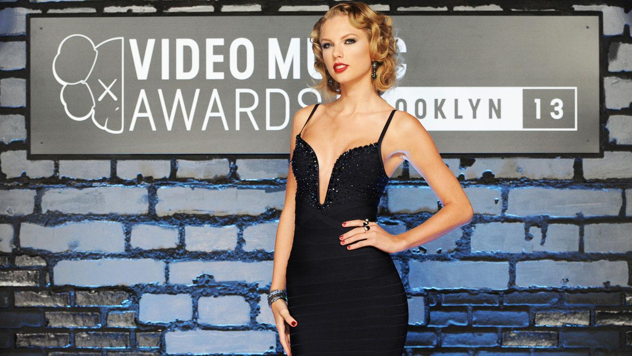 Taylor Swift VMA Red Carpet - H 2013