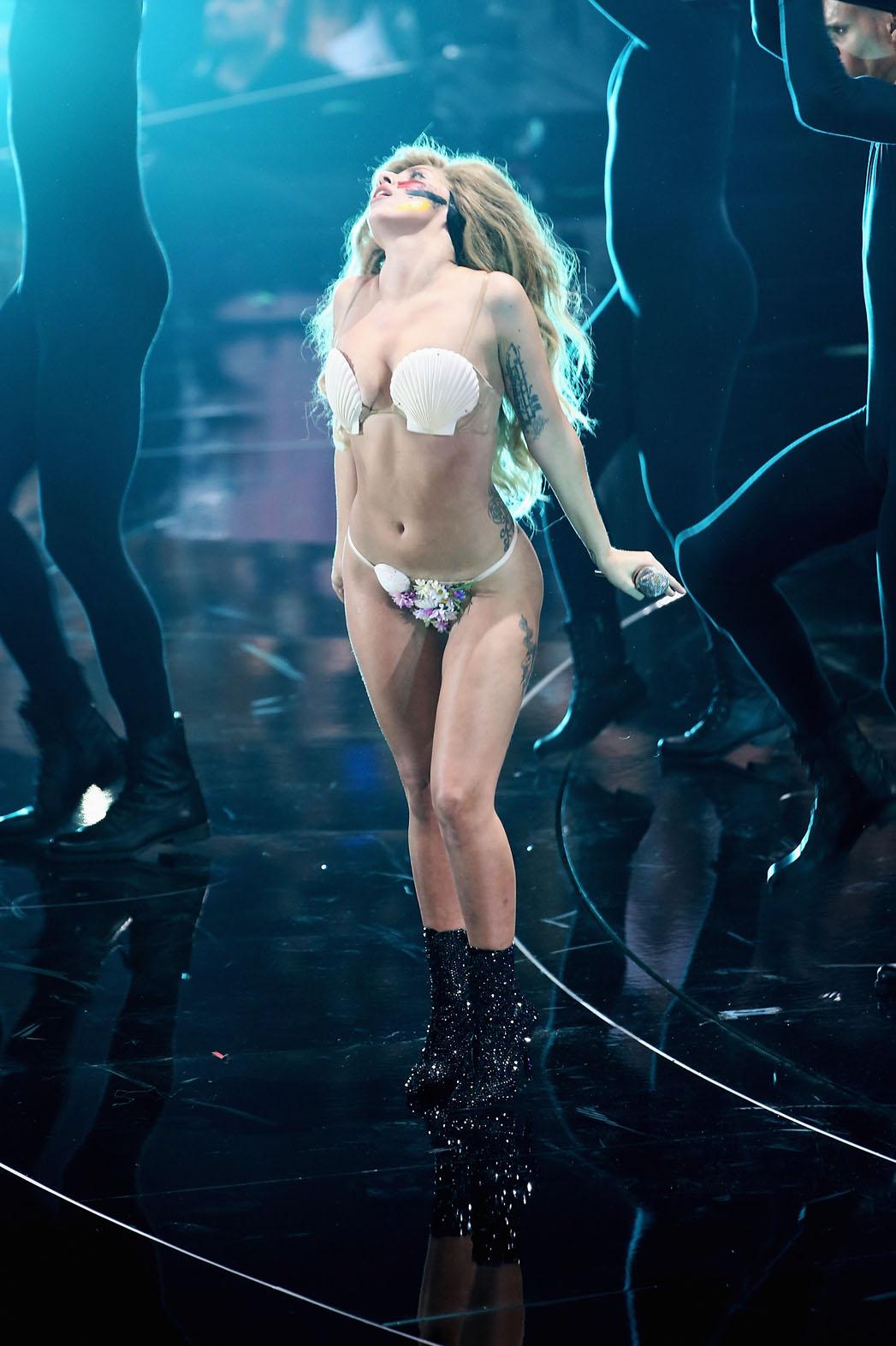 Lady Gaga VMA Performance - P 2013
