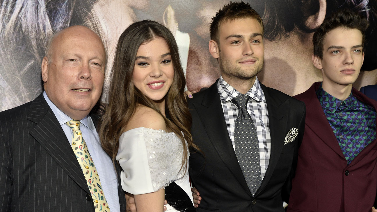 Romeo And Juliet Premiere Hailee Steinfeld Taylor Swift Celebrate Classic Romance Hollywood Reporter