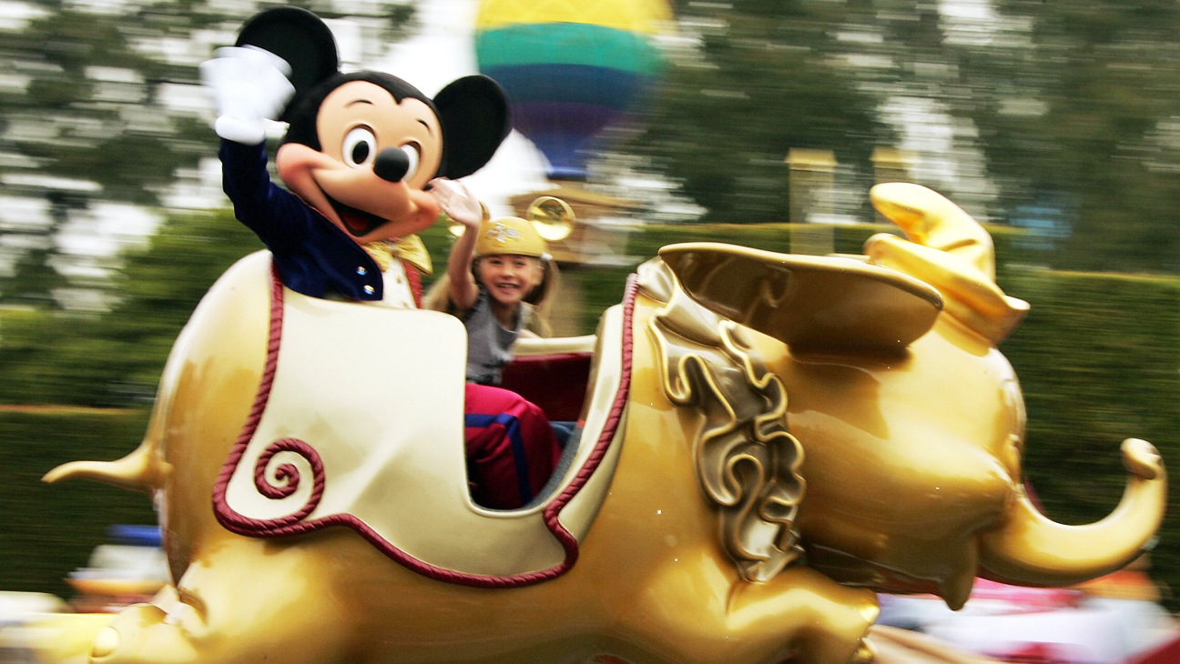 Disneyland Ride Mickey - H 2013
