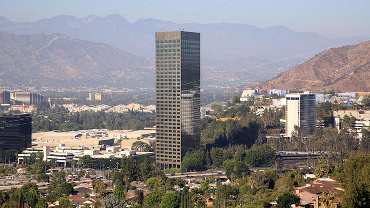 10 Universal Plaza - H 2013