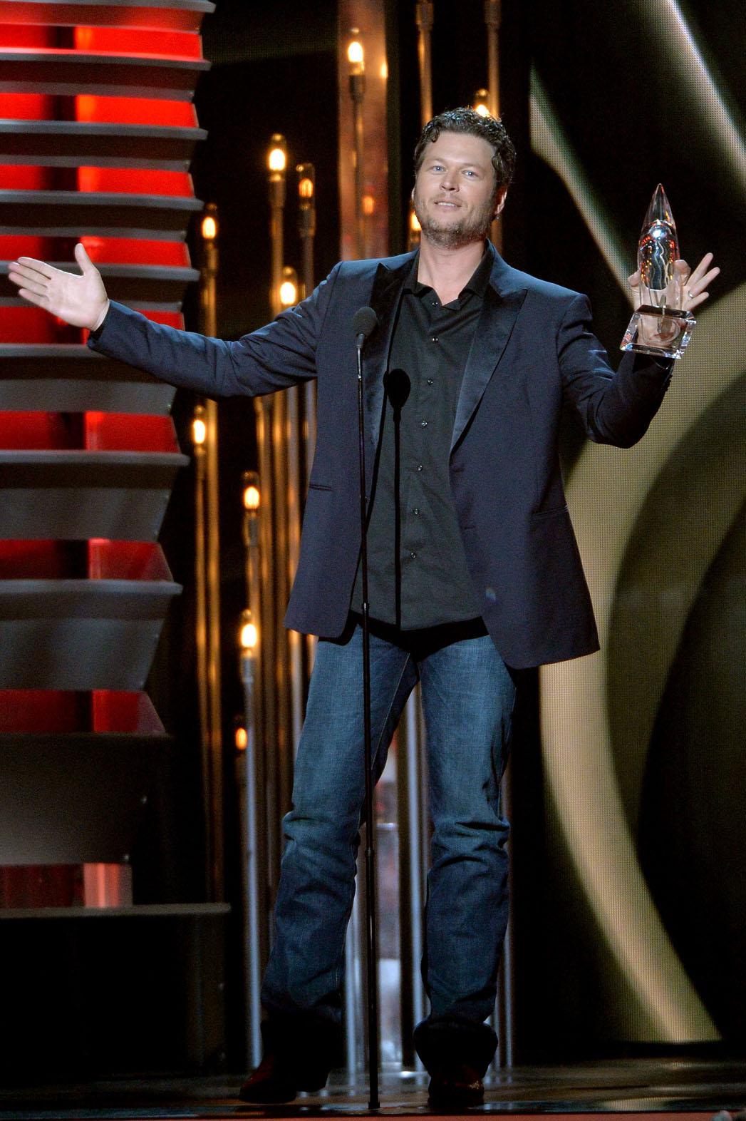 Blake Shelton CMA Awards - P 2013