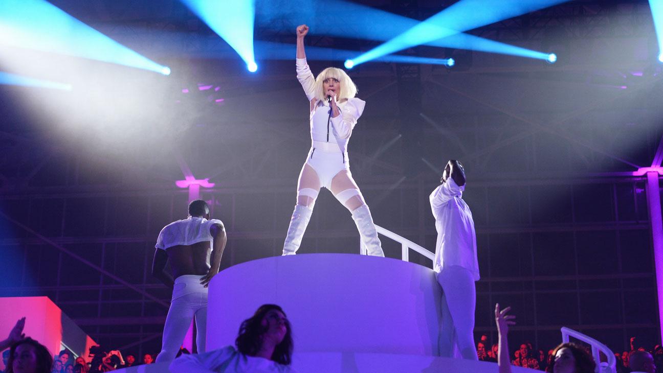 Lady Gaga Artrave - H 2013