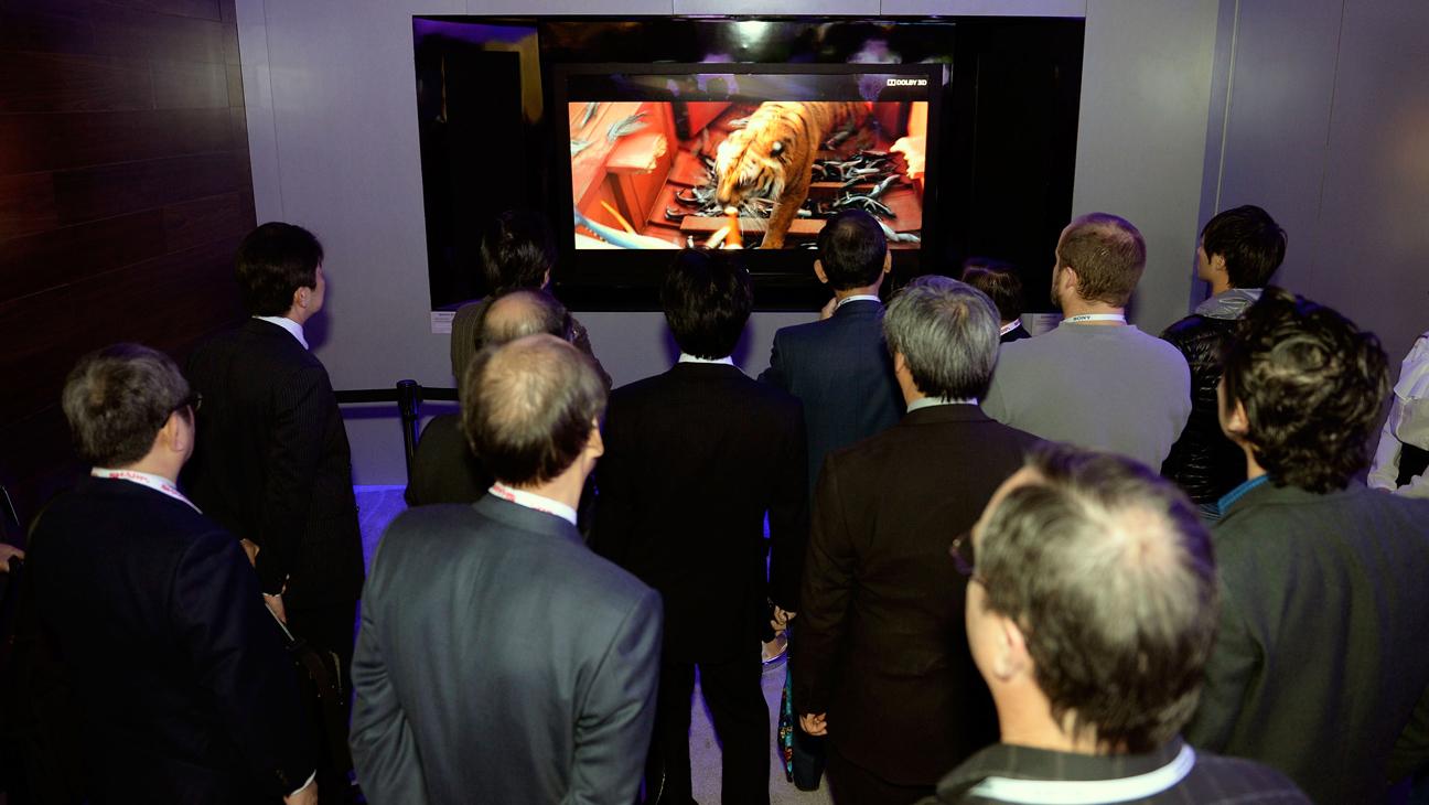 3D TV Sharp Electronics CES H 2013