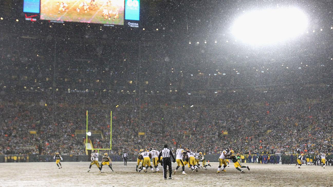 Snow NFL Football Game - H 2014