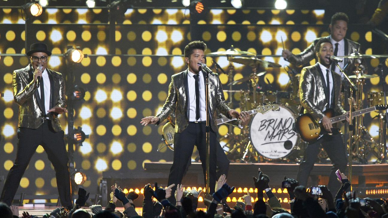 Bruno Mars Super Bowl Performance 1 - H 2014
