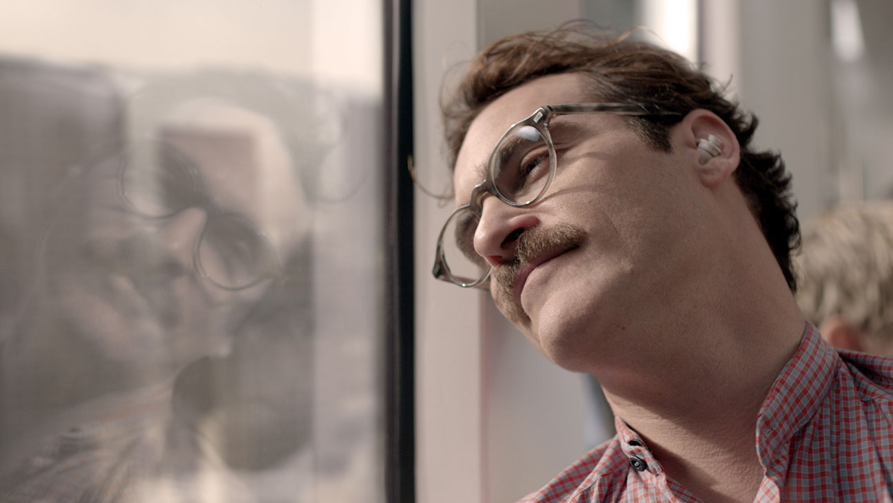 Her Joaquin Phoenix Against Window - H 2014