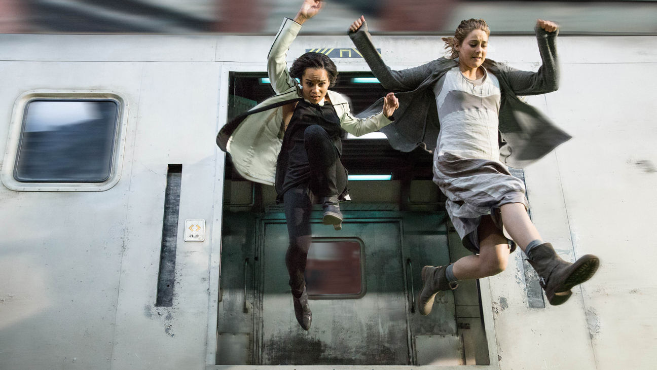 Divergent Woodley Kravitz Jumping from Train - H 2014