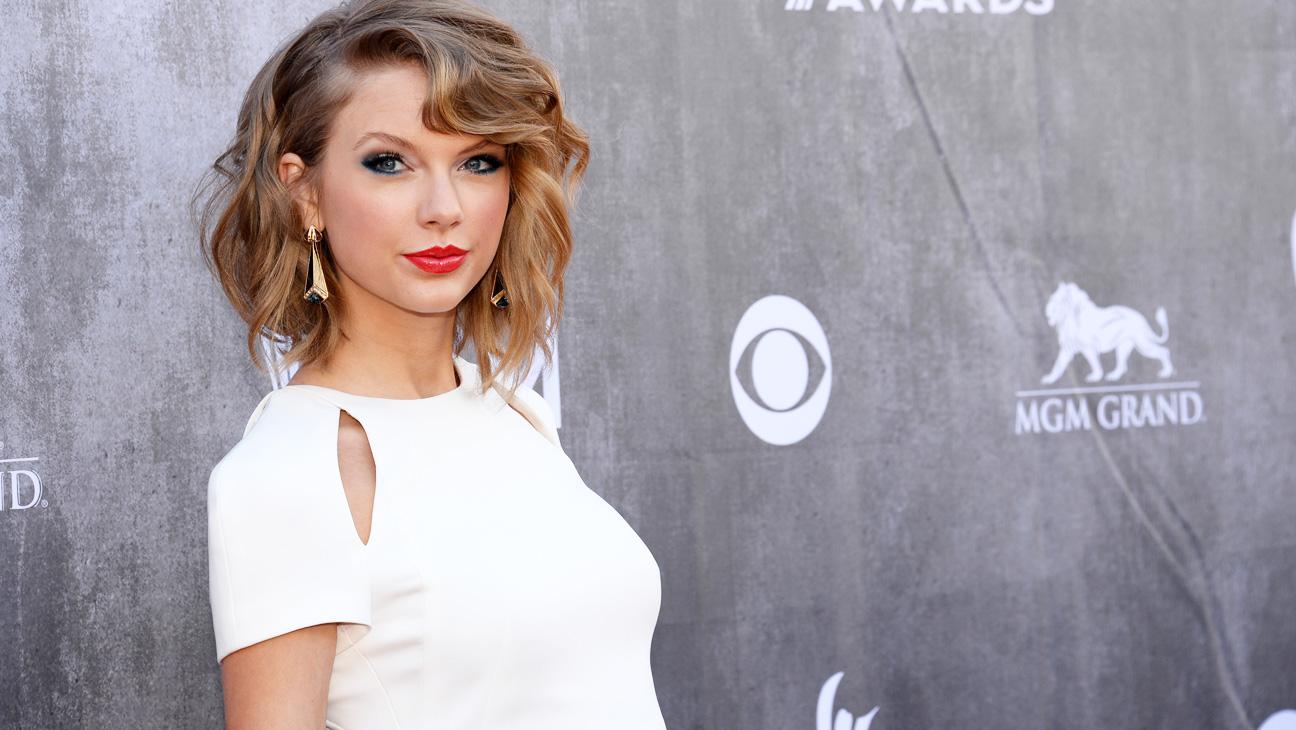 Taylor Swift ACM Awards Arrivals - H 2014