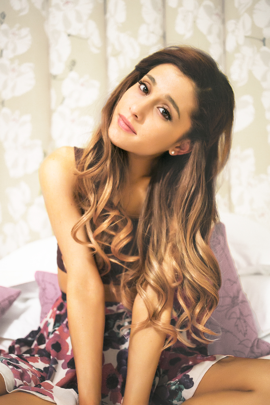 Ariana Grande PR Image - P 2014
