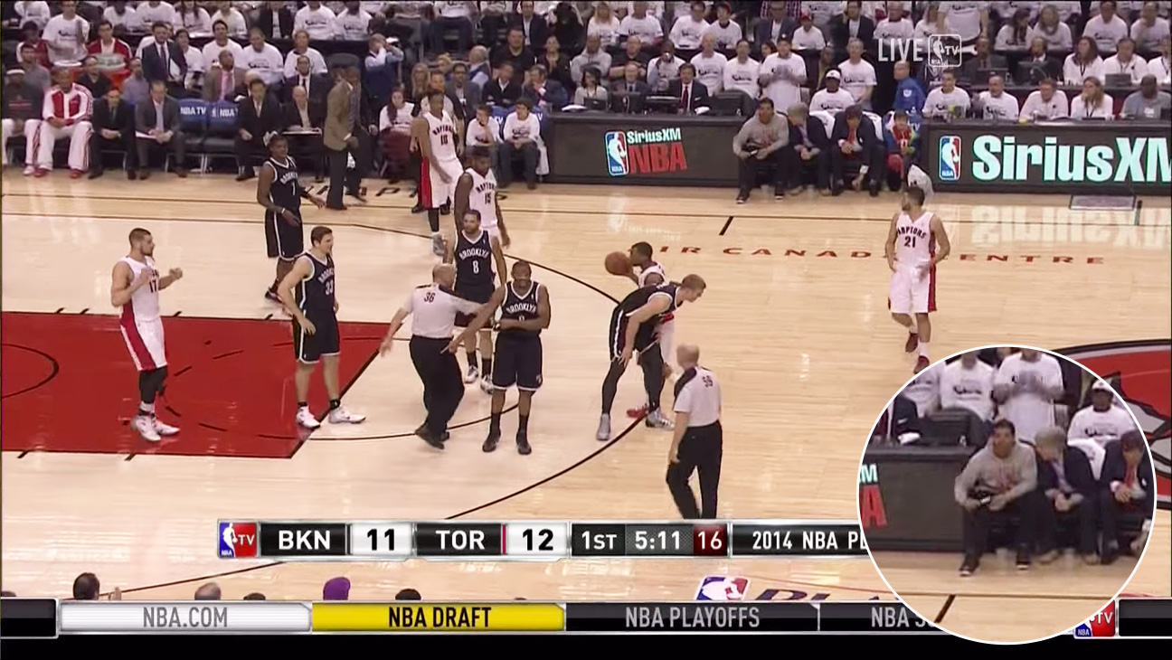 Drake Lint Rolls At The Nba Playoffs Video Hollywood Reporter