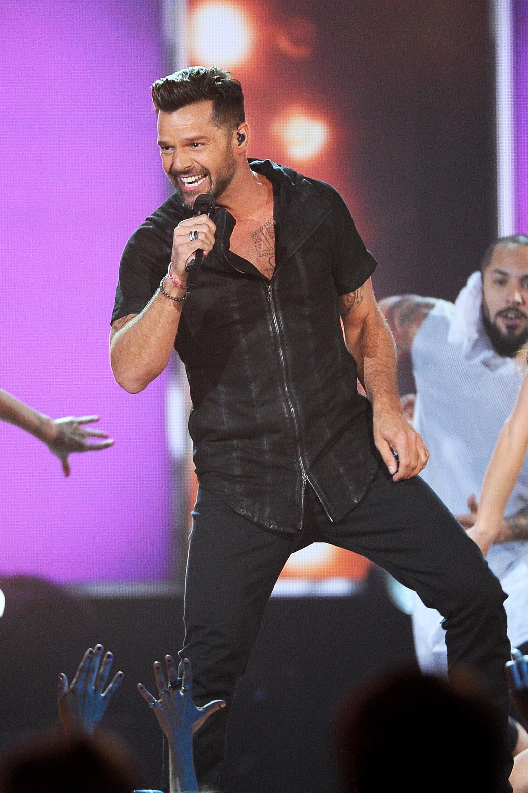 Ricky Martin Billboard Music Awards Performance - P 2014