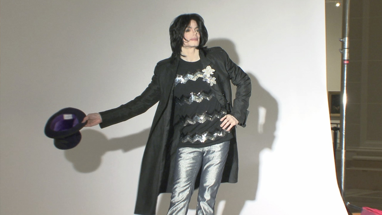Michael Jackson Posing with Hat - H 2014