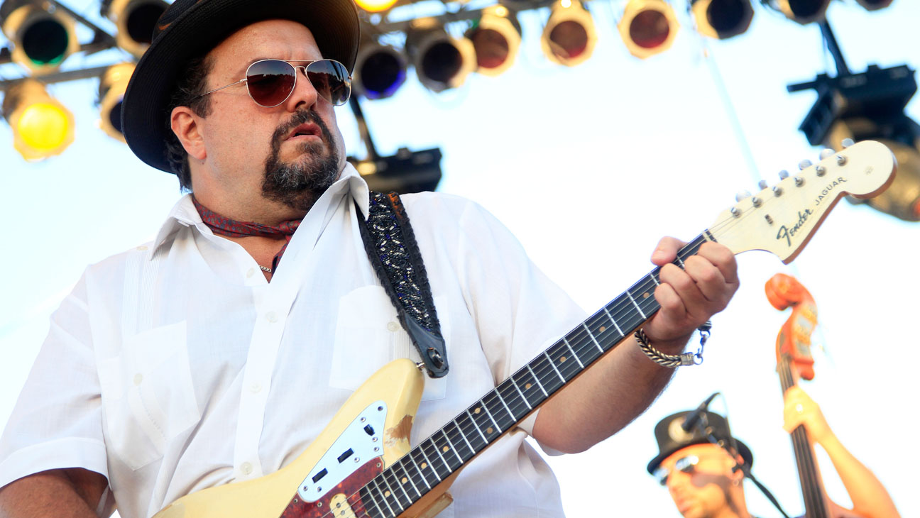 RAUL MALO Performing - H 2014