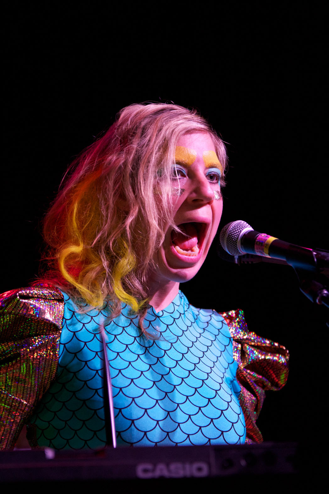 tUnE-yArDs Performing 2 - P 2014