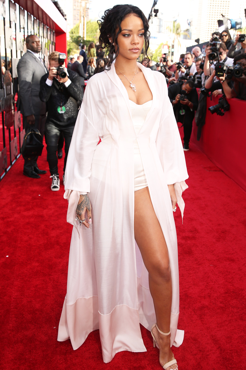 only girl in the fashion world rihanna s 15 best red carpet looks photos hollywood reporter hollywood reporter