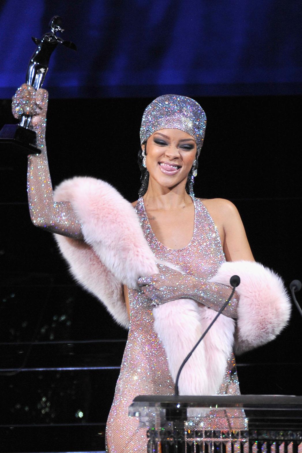 Rihanna CFDA Award - P 2014